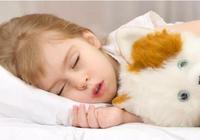 """寶寶睡覺踢被子?不是熱的!這4個""""苦衷"""",家長要多留意!"""