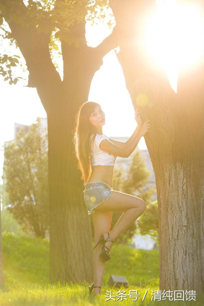 人像攝影:逆光下的不盈一握的小蠻腰女孩