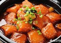 燉1公斤豬肉時需要放多少肉豆蔻、丁香和砂仁?