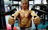 """70歲大爺堅持健身十餘年 滿身腱子肉 每天5個雞蛋是""""標配"""""""