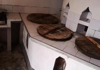 農村土灶做飯香,但有人說越來越少人用土灶,為什麼?你怎麼看?