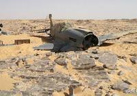 越南戰爭,美軍為何將直升機推下海?13架飛機殘骸奇事