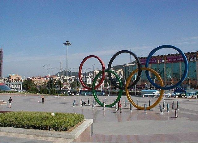 奧林匹克運動會是否應該取消對運動員的年齡限制?