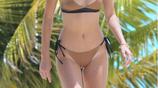 超模肯達爾·詹娜獨自一人現身海邊度假,網友:晒黑了很多