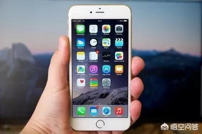 在農村老家相親一女孩,才接觸一個星期,5.20就到,女孩叫我買部蘋果手機,該買嗎?