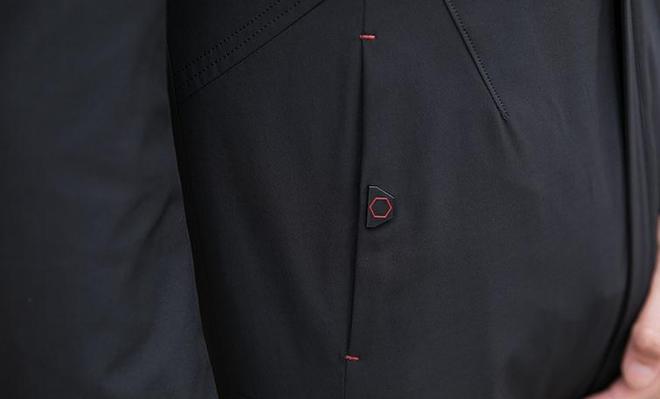 男人到了50,儘量少穿圓領衫,多穿這男裝,出門拉風超有男人味