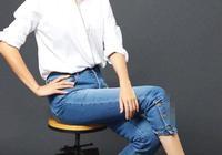 白襯衫和牛仔褲是最顯年輕的穿搭,牛莉這樣穿,像小了10歲!