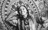 百年前蘇聯時期的烏茲別克斯坦,新女性拋棄黑袍拿著列寧專著學習