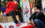 38歲失去雙臂,苦練書畫,楊興東用腳寫書賣畫鋪平兒女的大學夢
