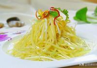 土豆絲千萬不能只泡水,記得加上這一勺,炒出來爽脆好吃還不粘鍋