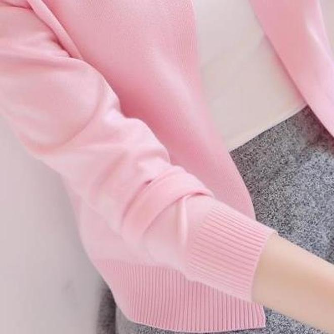 """有一種毛衣,叫""""小開衫"""",百搭不挑人,關鍵搭配什麼都好看"""
