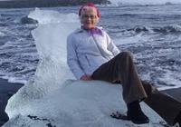 """老奶奶冰島漂流坐""""冰王座""""上擺拍,女王沒當成卻被巨浪衝走了"""