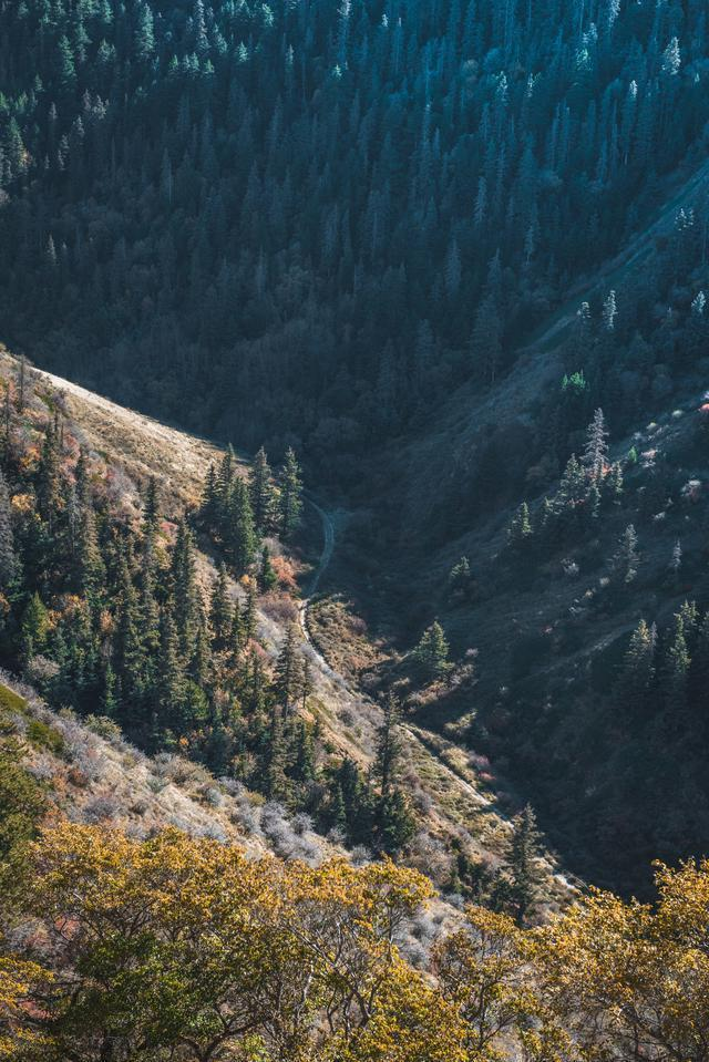 這座山攔住了騰格裡沙漠的腳步 號稱西北小武當