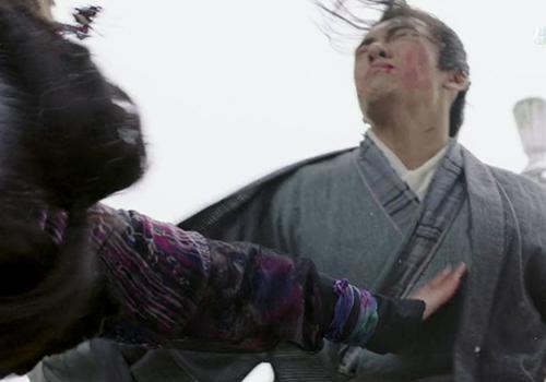 新《倚天屠龍記》打戲露餡:第二掌沒完全夠著,張無忌就被拍飛了