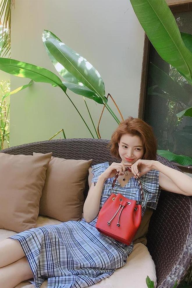 中韓女星名模全在穿格紋!你愛誰的造型?孟美岐還是何穗的?
