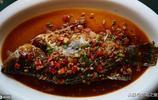 這道臭魚是當地一道名菜 民間是這樣做出來的 聞著臭 吃起來香