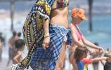 女星格溫·史蒂芬妮加福利亞度假,48歲素顏的她還是這麼美,她在海邊玩的很開心
