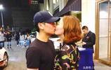 郭曉敏李好當街深情熱吻,恩愛如初戀,但身後的保安亮了!