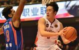 丁彥雨航,1993年出生於新疆克拉瑪依市,中國職業籃球運動員,司職小前鋒,效力于山東高速男籃