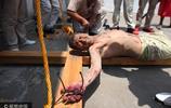墨西哥民眾重現耶穌受難場景紀念耶穌受難日