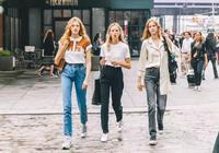 這5套白T+牛仔褲的LOOK,時髦好看,第3套劉雯最喜歡!