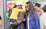 霍思燕現身機場,杜江抱嗯哼扮演超級奶爸,氛圍溫馨膩翻粉絲大讚
