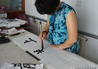 女裁縫苦練書法35年,一手小楷堪比鍾繇王羲之,專家卻說沒入門