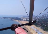青島有坐滑翔傘看海的地方嗎?
