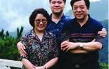 74歲趙忠祥全家近照 同妻子結婚48年 三世同堂非常幸福!