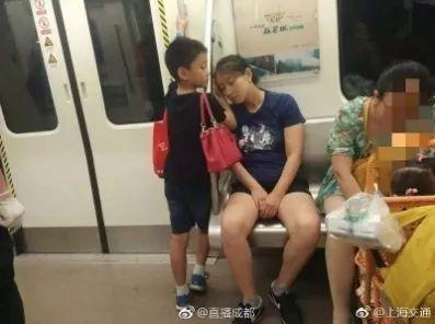 讓人淚目的暖心瞬間:養孩子再累也值了|媽媽雞湯