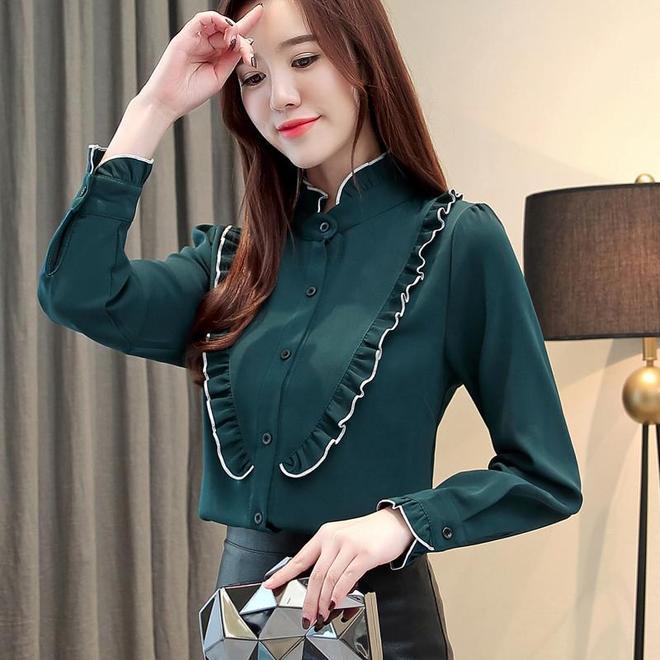 女人過35,少穿過膝裙,瞧她穿這減齡衫,美嫩巨顯瘦