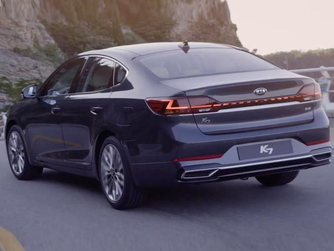 起亞全新轎車實拍,配貫穿尾燈,與寶馬5系同級