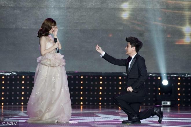 李小璐和賈乃亮婚紗照