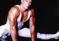 單手劈6層大冰塊,被評功夫明星實力最強,62歲龍格爾又加緊練拳