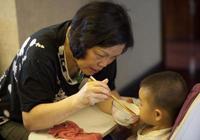 又一位孩子因吃這樣的飯患上胃癌,拜託家長們長點心別再這麼做了