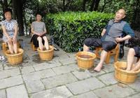 注意:泡腳雖能養生,但這5類人別隨便泡腳,易傷身!