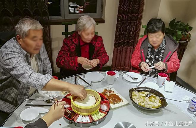 中秋節在農村老家吃的團圓飯雖然簡單,只花393元,卻讓我忘不了
