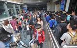 國慶中秋長假返程高峰至 武昌站地鐵乘客迂迴排隊限速進站