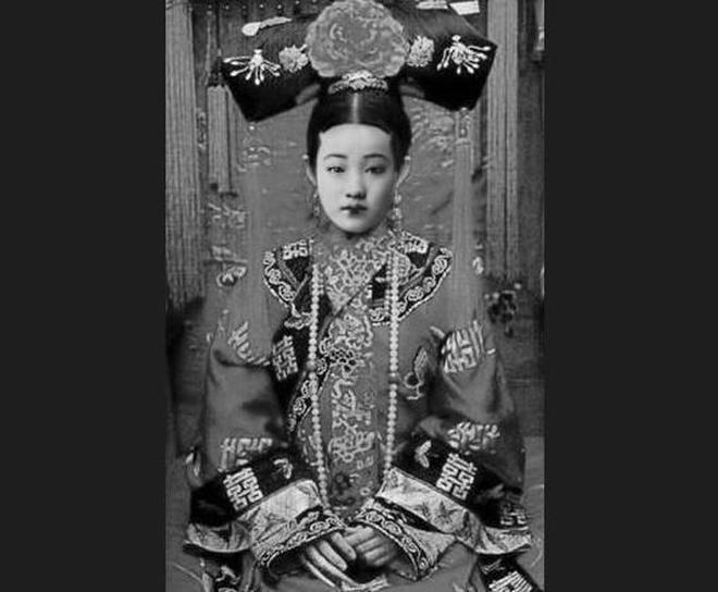 珍貴老照片:清朝後宮妃子誰最美?婉容皇后估計只能排第二!