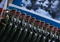 一場閱兵讓西方徹底慫了,俄羅斯究竟展示了什麼武器?