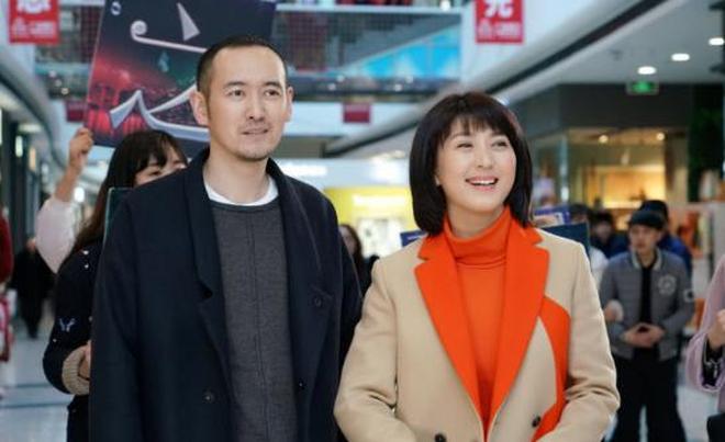 """46歲閆學晶近照,醜老公是小瀋陽""""伯樂"""""""