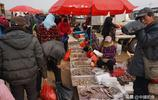 趕大集買年貨,1米長的大鮁魚18元/斤,紅紅火火過大年