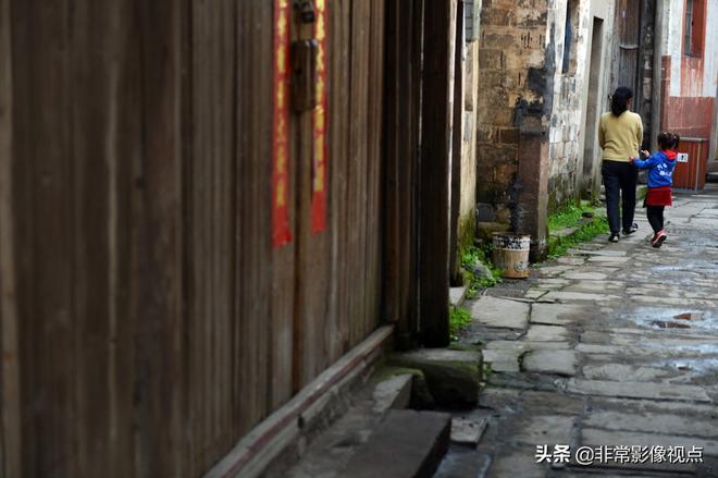 """古韻猶存的萬安老街被譽為古徽州的""""清明上河圖"""",剃頭匠成網紅"""
