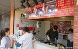 小小蔥油餅,為大叔在上海掙出兩套房,網友說:再也不小看小生意