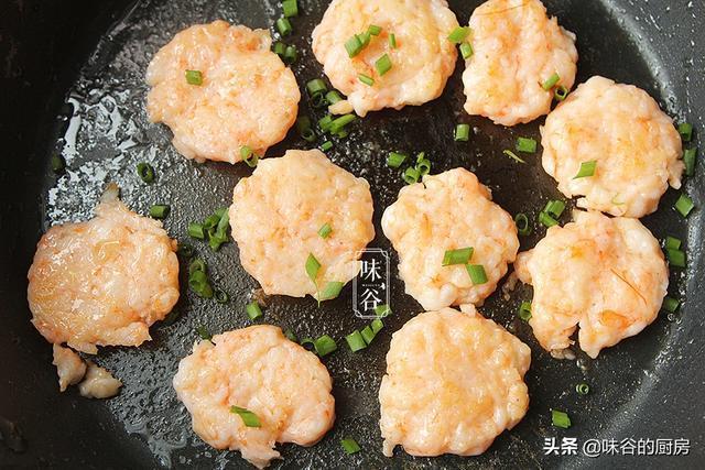 這餅適合老人孩子吃,不用揉麵,鮮味十足簡單易做,營養槓槓的!