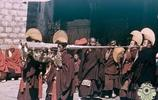 一組民國時期西藏老照片:圖五拉薩貴婦滿身珠寶,圖九看了很心酸