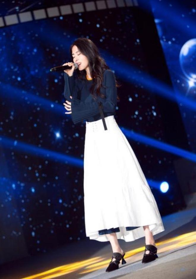 張碧晨外褲內穿美出了新高度,網友:唯獨臉長了點