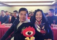 62歲陳寶國和老婆趙奎娥近照,網友,陳寶國真有福氣呀-野瞄娛樂