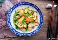 """這道菜最家常,卻是""""下飯王"""",5塊就能炒一盤,大人小孩都愛吃"""