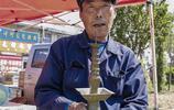 農村集市真熱鬧,農民大爺攤位上全是稀罕物,一天就賣上千元!